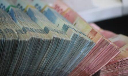 Peníze, které nabízí poskytovatel nebankovní půjčky.