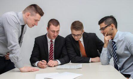 Vyřízení půjčky mezi zákazníky a poskytovateli.